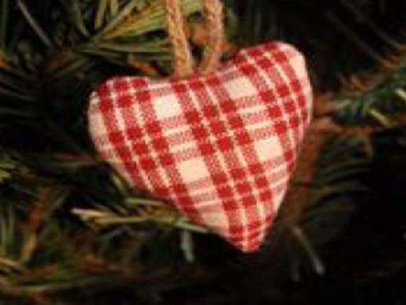 Weihnachtsbaumherz mit Streifen-Karos von Artefina
