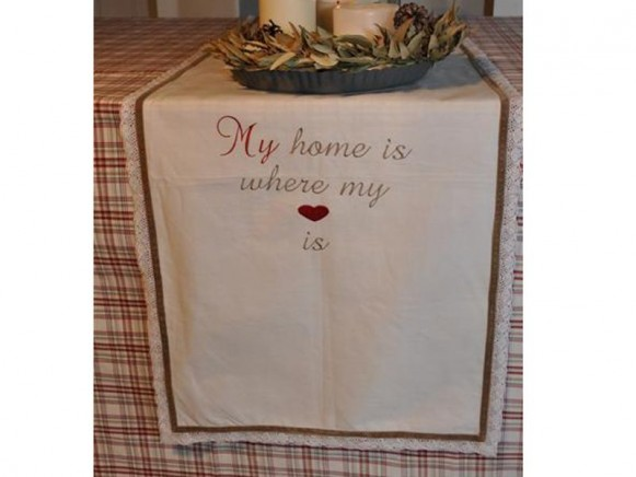 Tischläufer My home is where my heart is von Artefina Design