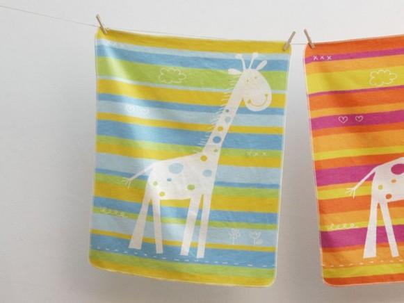 Baby- / Kinderdecke mit Giraffe (blau) von David Fussenegger