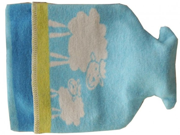Wärmflasche mit Schaf in blau von David Fussenegger
