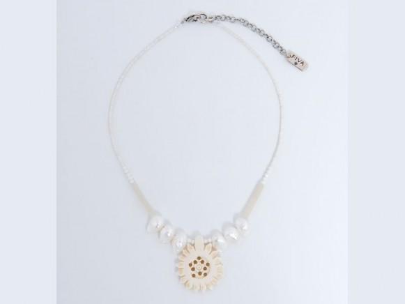 FIVA Halskette (Perlmutt, Bein, Süsswasserperlen, Pailletten)