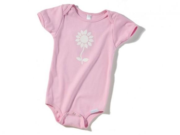 Rosa Babybody / Strampler mit weißer Blume von Fritzi Shirt