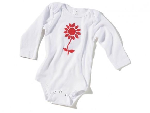Weißer Babybody / Strampler mit roter Blume von Fritzi Shirt