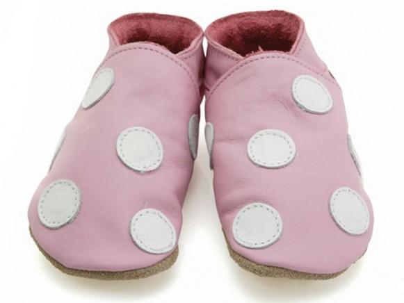 Babyschuhe in rosa mit weissen Punkten von Starchild