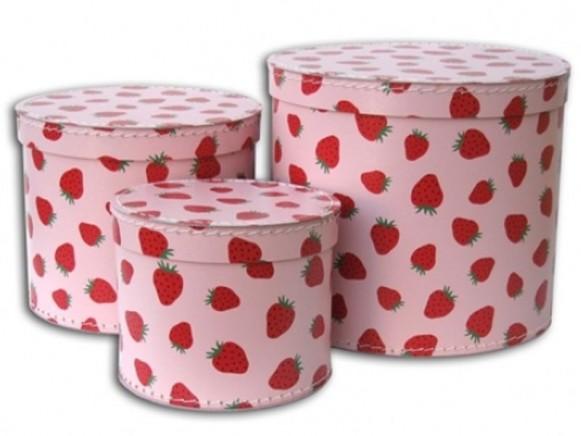 Box in rosa mit Erdbeeren von TOYS & Company
