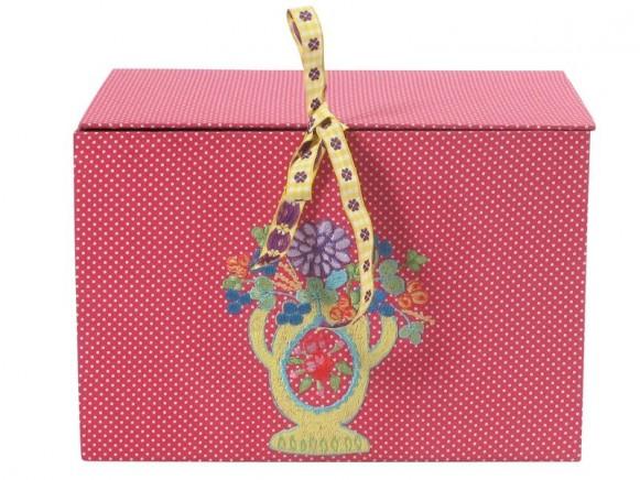 Schmuckkasten in pink mit Blumenstickerei von RICE