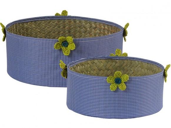 Blau kariertes Bastkorb-Set mit Blumen von RICE Dänemark