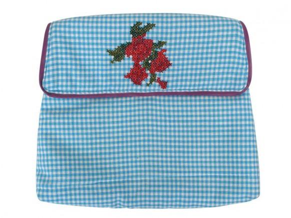 Kosmetiktasche mit blauem Muster und Blumen von RICE