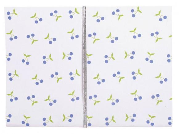 Notizbuch mit blauen Kirschen von RICE