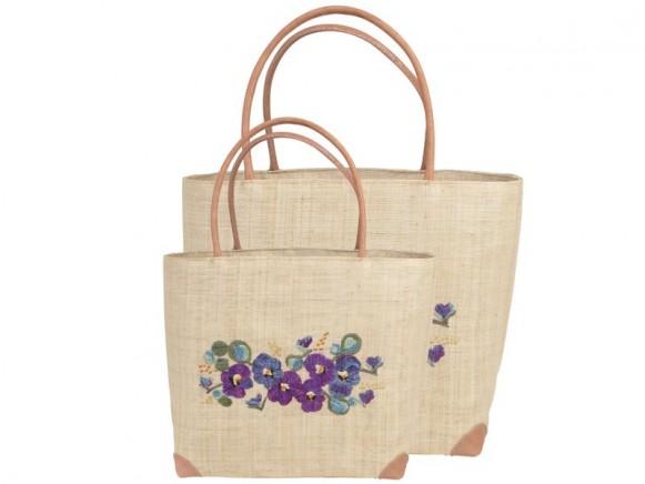 Basttasche mit violetter Blumenstickerei von RICE