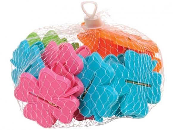 Bunte kleeförmige Wäscheklammern im Netz von RICE
