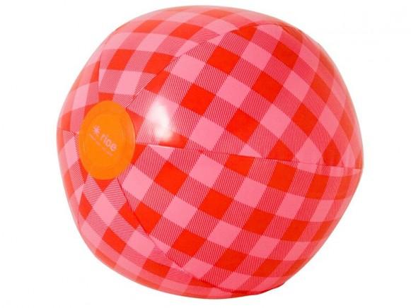 Wasserball mit rotem Karomuster von RICE