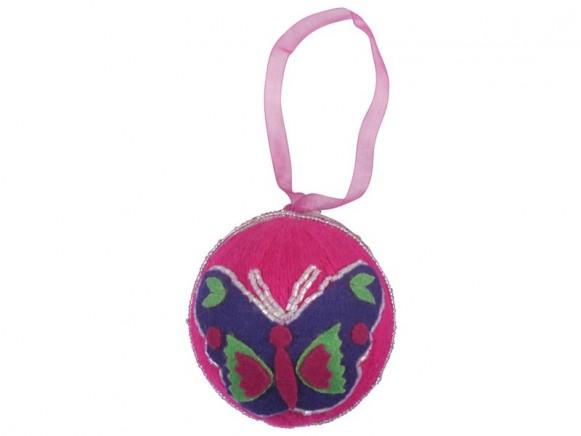 Weihnachtskugel aus Wolle in pink mit Schmetterling von RICE