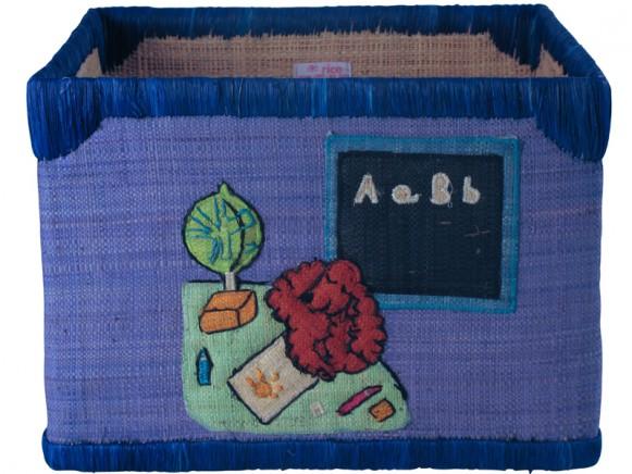 Grosser Spielzeugkorb mit Schul-Motiven in blau von RICE