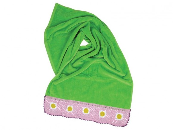 Small towel with hand crochet boarder in green by RICE