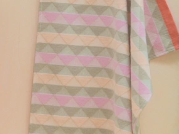 David Fussenegger baby blanket triangles pink