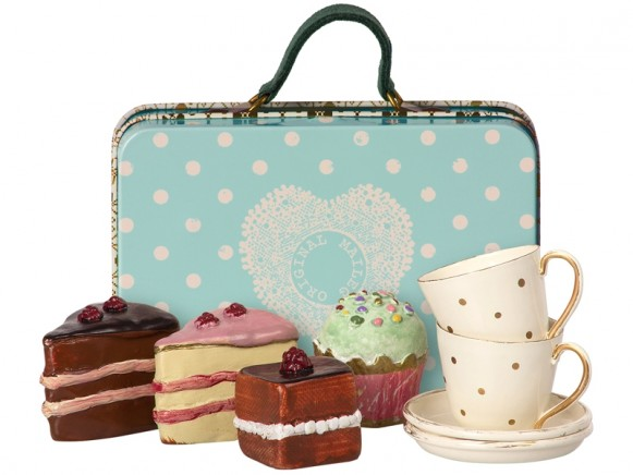 Maileg Suitcase with Cake & Tableware blue
