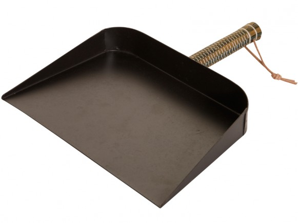 Dustpan with brown handle by Overbeck & Friends