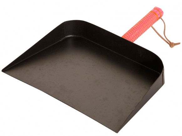 Dustpan with pink handle by Overbeck & Friends
