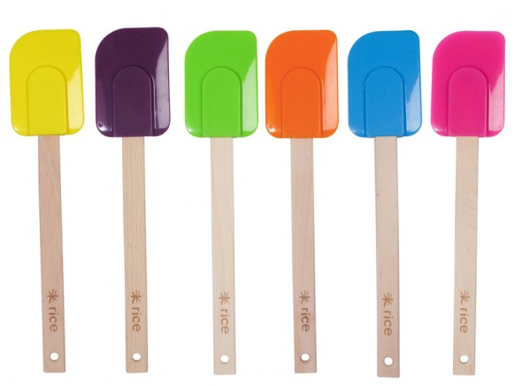 Colourful kitchen silicone scraper by RICE Denmark