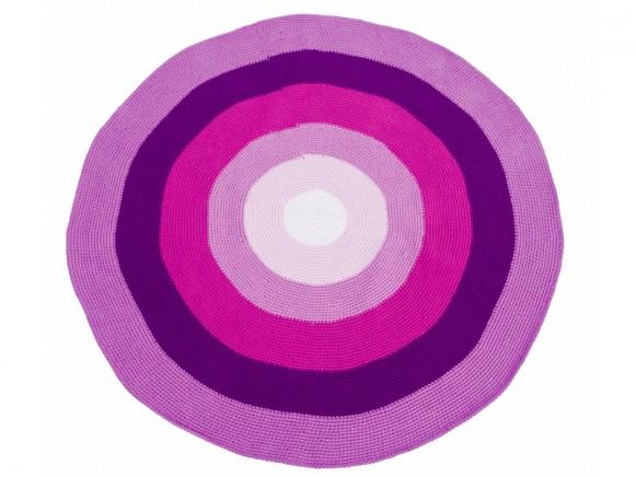 Round crochet carpet in pink-purple by Sebra