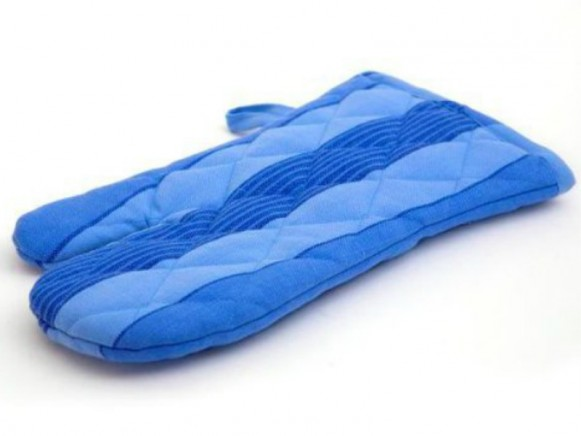 Oven mitten with blue stripes by Solwang