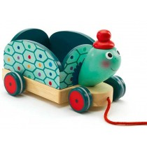 Djeco pull along toy Clementine